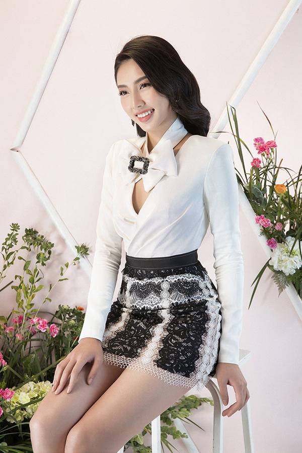 Top 5 Hoa hậu Việt Nam khoác lên mìnhnhững thiết kế mang màu sắc như đỏ, trắng, đen&tự tin khoe sắc trong dịp đầu năm mới.