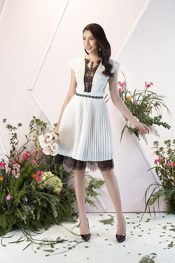 Với bộ sưu tập này, người mặc dễ dàngkhoe hình thể nổi bật nhưng cũng rất thoải mái nhờ kiểu dáng đa dạng như váy ngắn, váy xòe.