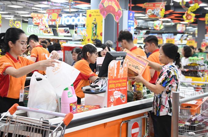 Đại siêu thị đang áp dụng khuyến mãi giảm giá mạnh đến 50% cho nhiều ngành hàng.