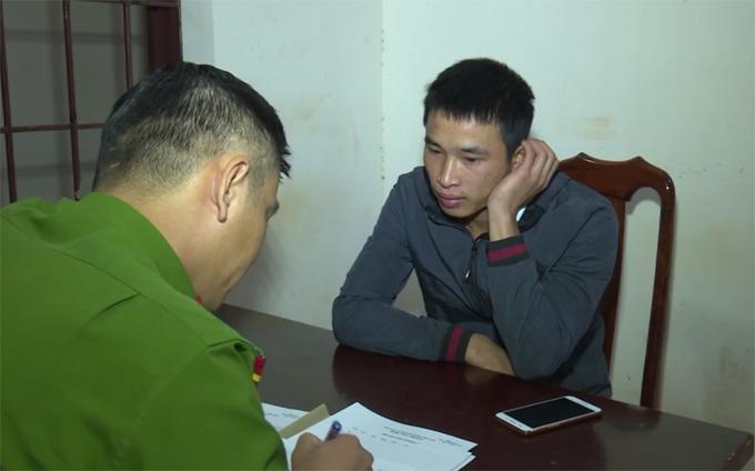 Nguyễn Huy Thái lấy khẩu cung tại cơ quan công an.