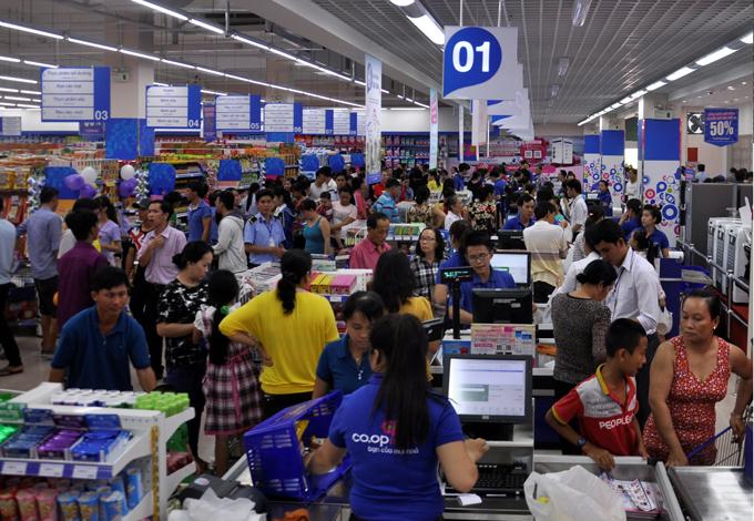 Tại mỗi gian hàng trong siêu thị đều áp dụng chương trình giảm giá.