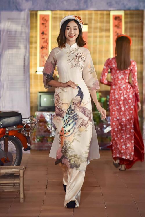 Những mẫu áo dài không chỉ được diện trong mùa xuân mà cô dâu có thể tái sử dụng nhiều lần vào các dịp, sự kiện trong năm.