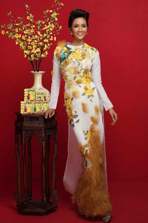 Hoa hậu HHen Nie háo hức chọn quà Tết tặng người thân, bạn bè