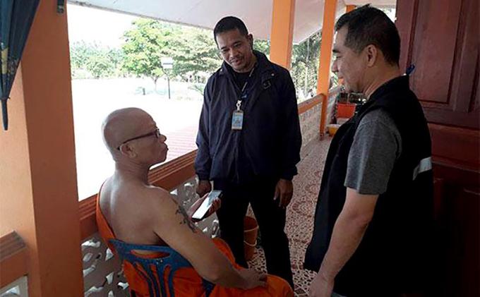 Nhà sư Sorasak bị cảnh sát bắt hôm 15/1. Ảnh: Bangkokpost.