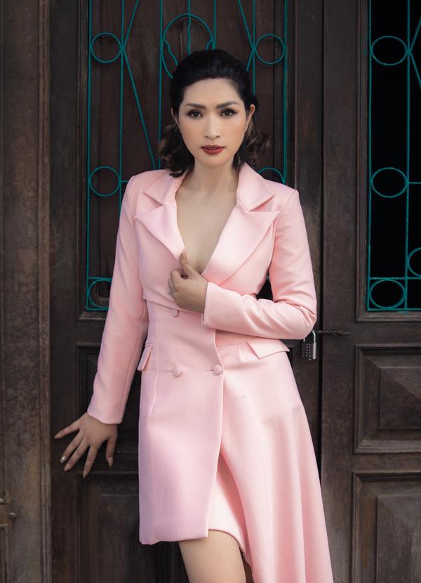 Nguyễn Hồng Nhung diện suit cách điệu