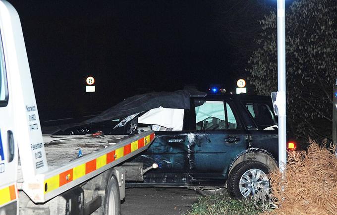 Chiếc Land Rover của Hoàng thân Philip hư hại nghiêm trọng sau tai nạn. Ảnh: Archant.