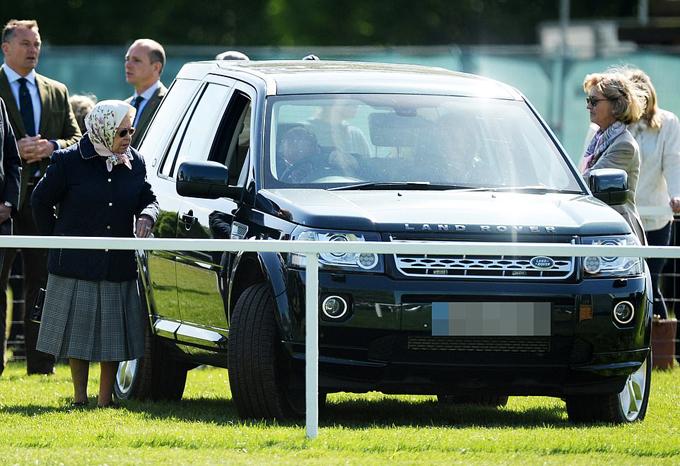 Chiếc Land Rover Hoàng thân Philip lái gây tai nạn hôm 17/1 cũng từng được ông lái hồi tháng 5/2018. Ảnh: UK Press.