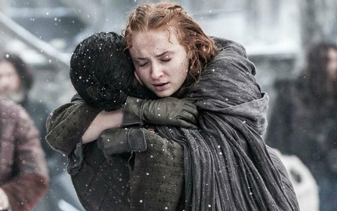 Mái tóc không được gội của Sophie Turner bám dính nhiều tuyết giả trong thời gian quay phim.