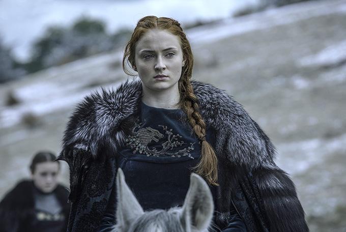 Sophie Turner vào vai Sansa Stark trong phim Game of Thrones.