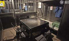 Lỗ nặng vì mở nhà hàng phong cách nhà tù