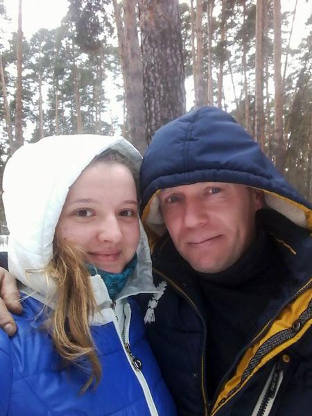 Aleksey Dogadov và vợ trẻ Svetlana Serova khi còn mặn nồng. Ảnh: CEN.