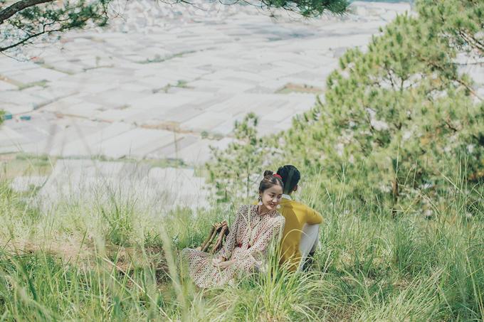 Ngoài việc để mặt mộc, Văn Mai Hương còn giấu kín danh tính và gương mặt của bạn diễn trong sản phẩm lần này.