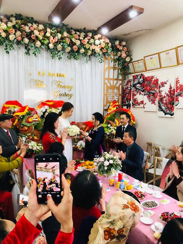 Đàm Thu Trang được mẹ Cường Đô La trao quà trong lễ đính hôn - 2