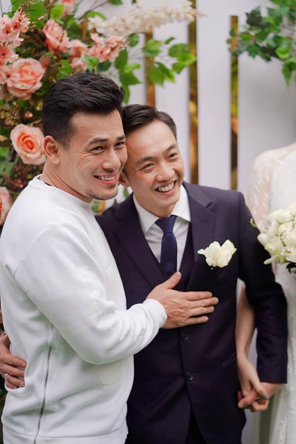 Đàm Thu Trang được mẹ Cường Đô La trao quà trong lễ đính hôn - 4