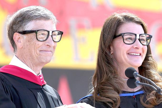 Năm 2010, Vợ chồng Bill Gates thành lập quỹ từ thiện Bill & Melinda và đã sử dụng hàng tỷ USD để giúp phát triển giáo dục, y tế trên toàn cầu. Nằm 2016, quỹ này đã đóng góp 2 tỷ USD cho các hoạt động liên quan đến sức khỏe và giáo dục.Tháng 11/2017, Bill Gates tiếp tụcđầu từ 50 triệu USD vào nghiên cứu phương thức chữa bệnh Alzheimer. Tính đến cuối năm 2017, quỹ từ thiện của vợ chồng Bill Gates đã quyên góp hơn4,78 tỷ USDcho các dự án từ thiện do Quỹ Bill &Melinda Gates quản lý.