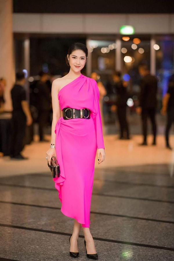 Trong show diễn thu đông 2018, Đỗ Mạnh Cường tạo nên cuộc bùng nổi về sắc hồng trên thảm đỏ. Tạo được sự chú ý với phong cách thanh lịch và hiện đại là hình ảnh của siêu mẫu Thu Hằng.