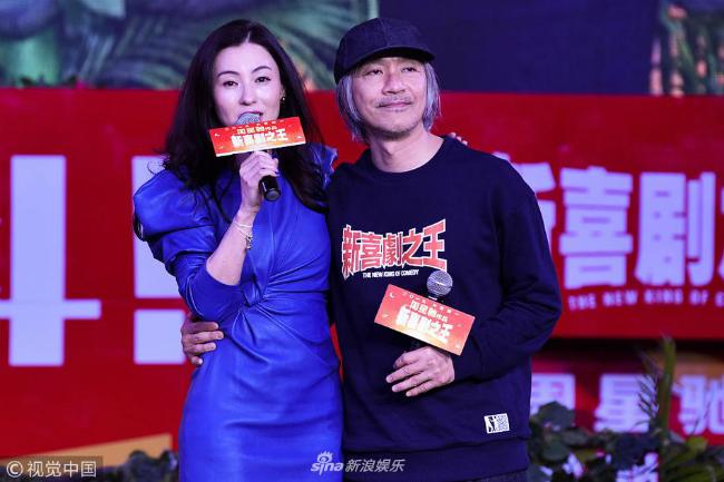 Trương Bá Chi cùng Châu Tinh Trì góp mặt trong buổi ra mắt phim mới Vua hài kịch 2, dự kiến ra mắt khán giả vào dịp Tết Nguyên Đán này. Tại sự kiện, cặp nghệ sĩ dành cho nhau những cái ôm, những câu đùa vui dí dỏm, nhằm khéo léo bác bỏ tin đồn họ ghét nhau đến không buồn nhìn mặt. 17 năm trước, Trương Bá Chi và Châu Tinh Trì từng là cặp diễn viên chính trong Vua hài kịch.