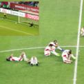 Cầu thủ Jordan đổ gục sau quả luân lưu của Bùi Tiến Dũng