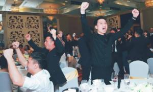Ảnh hot 21/1: Sao Việt mừng Việt Nam vào tứ kết