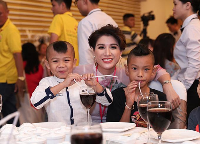Trong nhiều năm qua, diễn viên Hương Ga rất tích cực tham gia những hoạt động thiện nguyện.