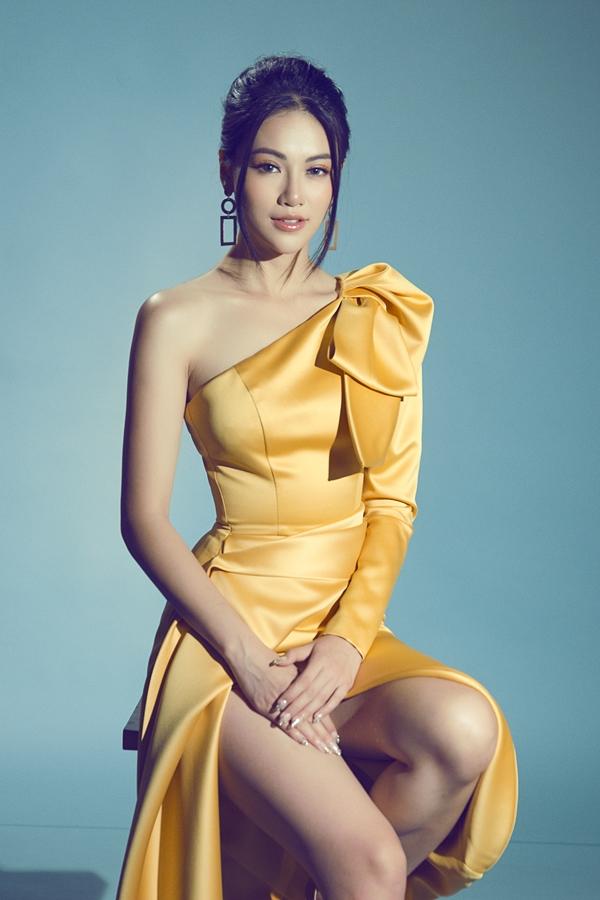 Những ngày cuối năm, Phương Khánh tất bật với các buổi giao lưu, phỏng vấn. Năm 2018 là một năm thành công của người đẹp khi đoạt danh hiệu Á hậu 2 Hoa hậu Biển Việt Nam toàn cầu, sau đó tiếp tục đăng quang Miss Earth tại Philippines. Suốt hành trình dự thi quốc tế, cô có phần thể hiện nổi trội, giành nhiều giải thưởng phần thi phụ.