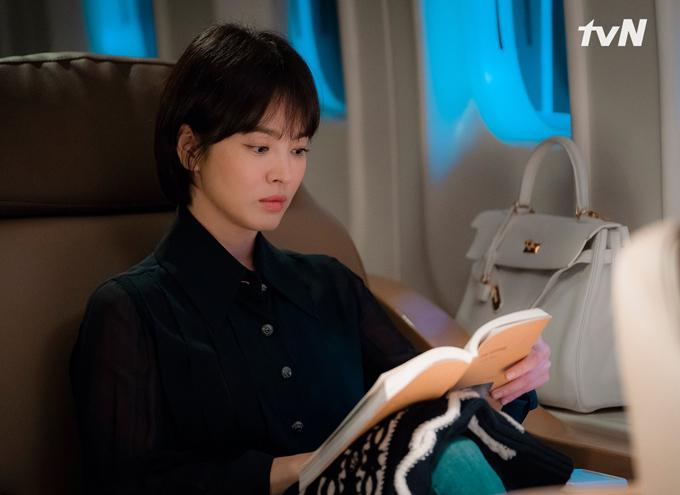 Những món đồ hiệu xa xỉ nhất của Song Hye Kyo trong Encounter - 1