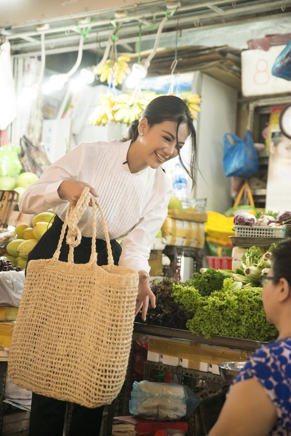 Đăng quang Miss Earth, Phương Khánh đối diện không ít thị phi, ồn ào từ việc không thể mang vương miện về Việt Nam đến bị tố mua giải hay can thiệp vào thành phần ban giám khảo.