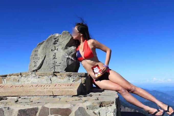 Gigi Wu diện bikini mỏng mạnh khi chinh phục mộtngọn núi ở Đài Loan. Ảnh: AsiaWire.