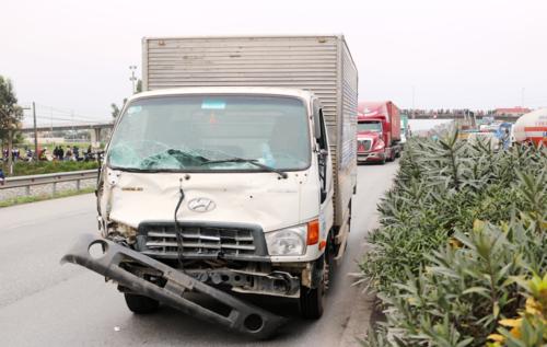 Chiếc xe gây tai nạn hư hỏng phần đầu sau tai nạn ở Hải Dương chiều 21/1,khiến 8 người chết, 8 người bị thương trong đó có một người rất nặng. Ảnh: Giang Chinh.
