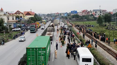 Đoạn đường xảy ra vụtai nạn chiều 21/1 gần cầu vượt đi bộ Lương Xá, xã Kim Lương, Hải Dương. Ảnh: Giang Chinh.