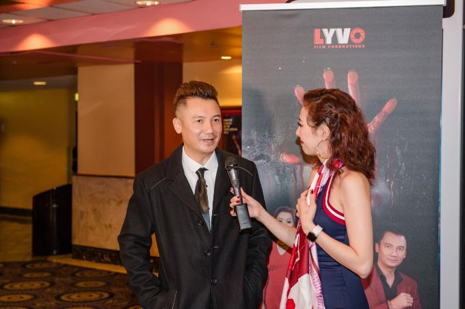 Đạo diễn Quốc Võ hội ngộ cùng đạo diễn Cường Ngô và ca sĩ Đan Nguyên trong đêm ra mắt phim Bàn Tay Máu. - 4