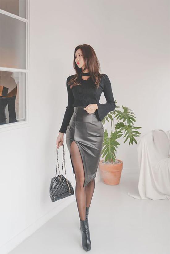 Váy xẻ là mẫu trang phục gây bất tiện cho chị em khi đến văn phòng. Tuy nhiên nó lại là vũ khí lợi hại và giúp họ hút ánh nhìn khi tham gia tiệc tùng.