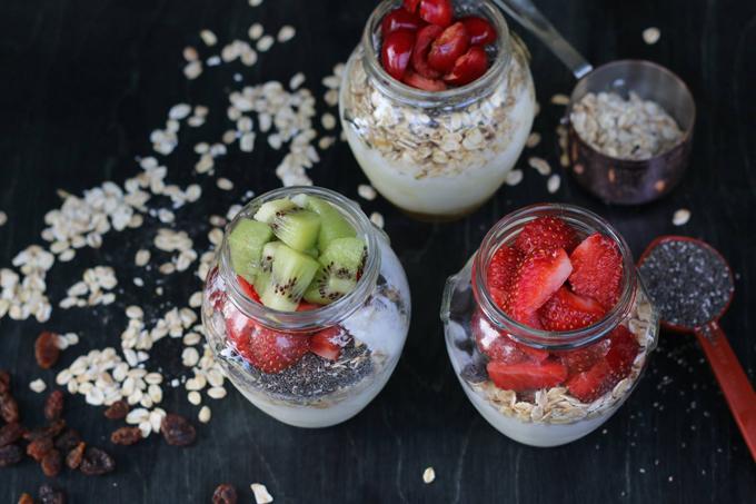 Trái cây tươi, sữa chua Hy Lạp, hạt hạnh nhân, óc chó... là những món ăn vặt có lợi cho sức khỏe và không quá ảnh hưởng đến cân nặng.