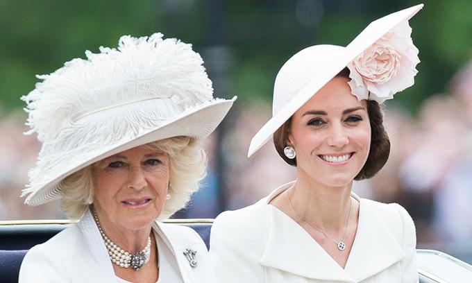Kate - Nữ công tước xứ Cambridge và Camilla - Nữ công tước xứ Cornwall. Ảnh: UK Press.