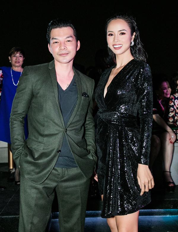 Diễn viên Trần Bảo Sơn mặc lịch lãm chụp ảnh cùng người đẹp Vũ Ngọc Anh.
