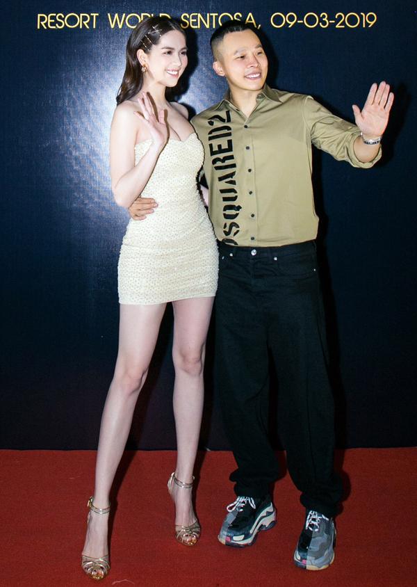 Ngọc Trinh khoe chân dài, ngực đầy bốc lửa trong đêm Vip Party do ông bầu Vũ Khắc Tiệp tổ chức tại TP HCM, hôm 23/1.