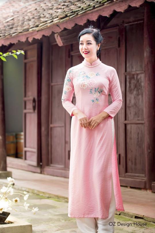 Diễn viên Chiều Xuân nền nã diện áo dài OZ Design House - 3
