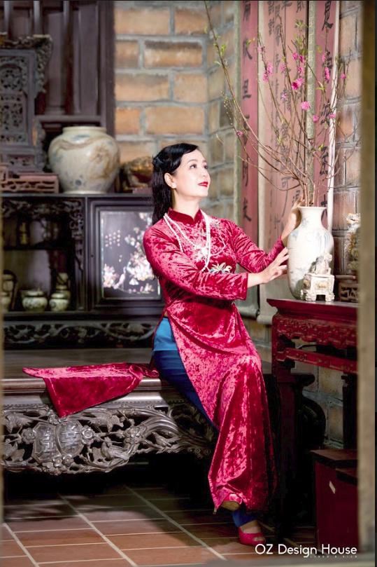 Diễn viên Chiều Xuân nền nã diện áo dài OZ Design House - 1