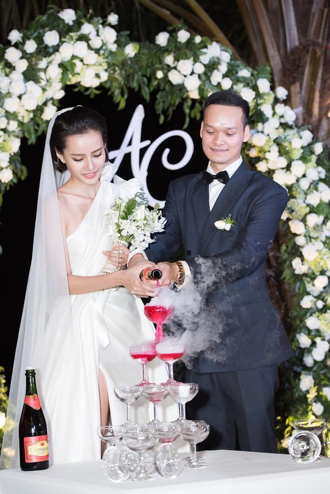 Kim Chi The Face diện 2 váy tối giản trong đám cưới chỉ 100 khách mời