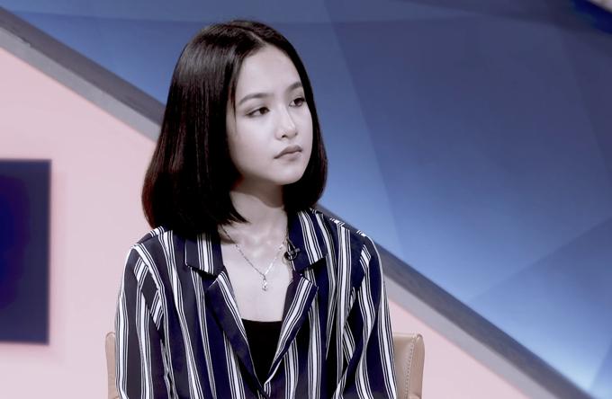Trước đó Anna Linh từng để kiểu tóc ngang vai ra dáng thiếu nữ. Cô bé thừa hưởng đôi mắt đượm buồn và niềm đam mê nghệ thuật của mẹ.