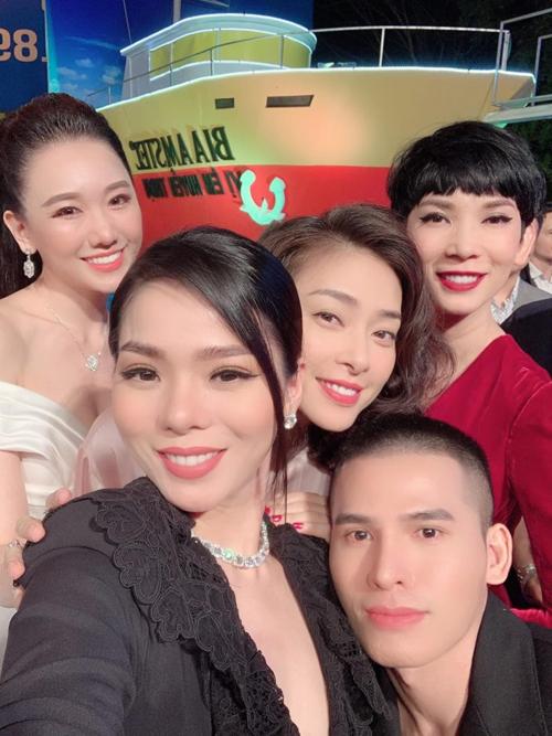 Lệ Quyên hội ngộ cùng Ngô Thanh Vân, siêu mẫu Xuân Lan,Quốc Thiên khi đi ủng hộ phim mới của ông xã Hari Won.