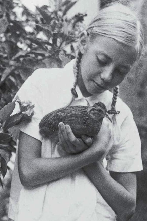 Juliane sống trong rừng và làm quen với các loài động vật hoang dã thông qua công việc nghiên cứu của bố mẹ. Ảnh: Rex.