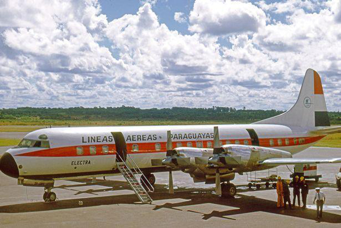 Chiếc máy bay rơi có động cơ ngoàithiết kế tương tự với máy bay của Paraguayas trong hình. Ảnh: The Sun.