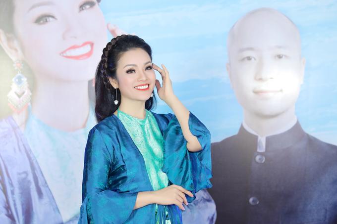 Nữ ca sĩ hạnh phúc khi đã bán được 1/2 số vé trong liveshow cá nhân.