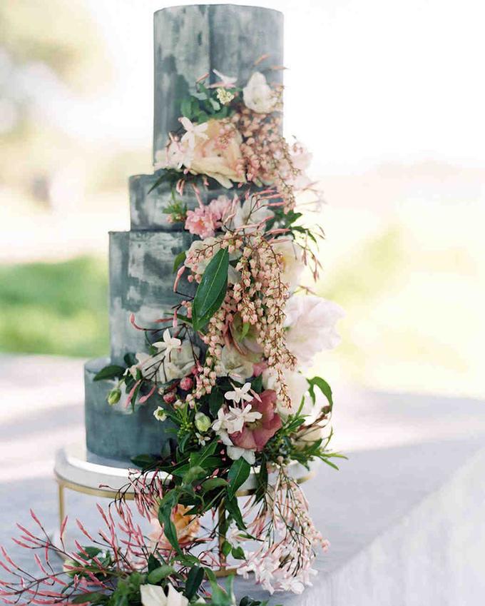 Bánh cưới micro-tier mang hơi thở vườn hoa xuân