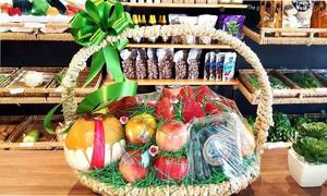 Người Sài Gòn lùng mua giỏ trái cây nhập khẩu bạc triệu