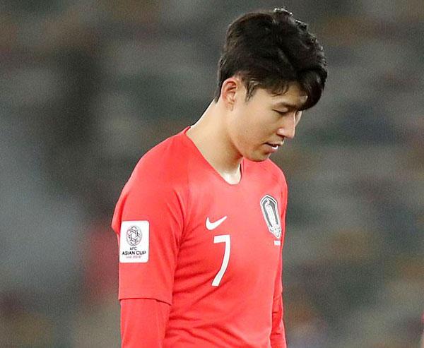 Thất bại ở Asian Cup, Son Heung-min sớm trở lại Anh trong màu áo Tottenham Spurs ở giai đoạn quan trọng của mùa giải. Ảnh: Reuters.