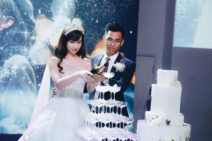 Đôi uyên ương đã tổ chức đám cưới vào ngày 20/1 vừa qua. Hiện Ánh Mi đã nghỉ làm tại công ty cũ và hỗ trợ chồng phát triển startup mà anh đang xây dựng.