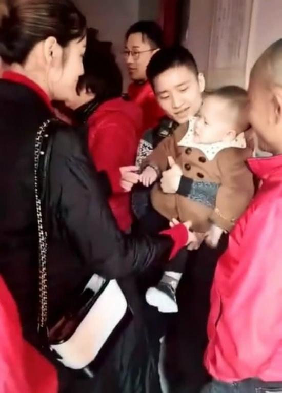 Hinh Nguyệt rất được lòng họ hàng nhà Lâm Phong.