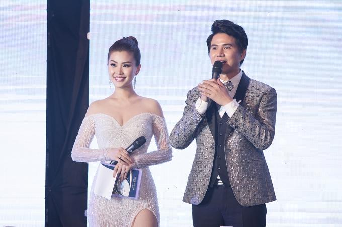 Diễm Trang hiện phát triển công việc MC. Tại sự kiện, cô dẫn dắt chương trình cùng MC Vũ Mạnh Cường.